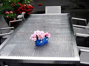 Gartenmöbel aus Edelstahl halten ein Leben lang.